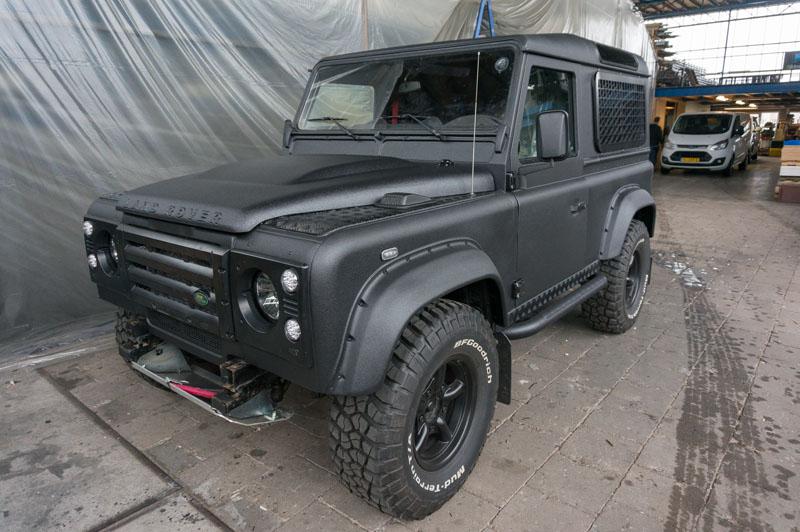 Land Rover Defender 90 Polyurea Coating (41 van 95)